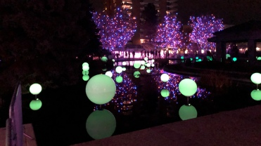 Some of the balls change color. These are green...